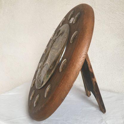 Jugendstil-Schild aus Kupfer, versilbert, mit Gravur Seitenansicht